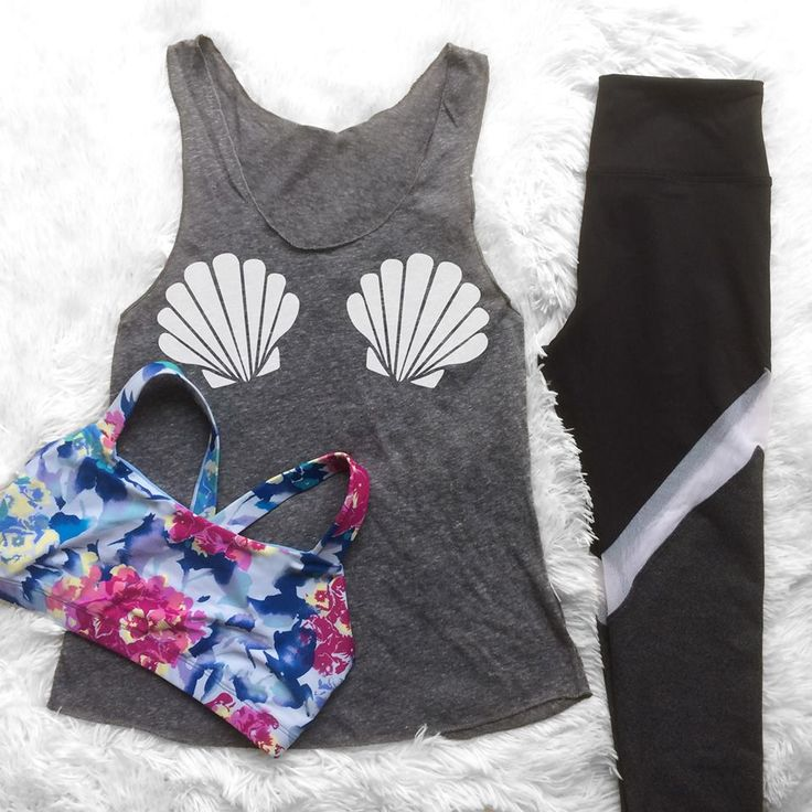 Such a cute workout outfit! This would be perfect for a Disney half marathon! Floral sports bra, mermaid tank top and mesh leggings. LOVE!