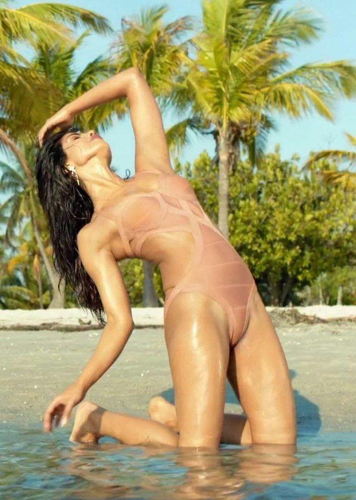 Jai Gangaajal Movie Actress Priyanka Chopra Latest Bikini Pics