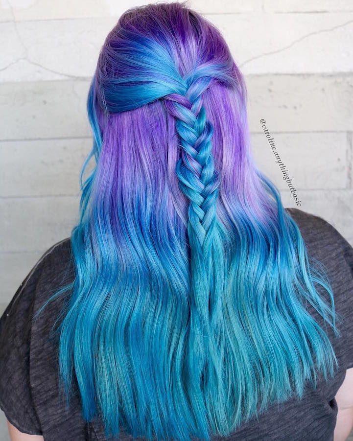"""La tendance """"cheveux de sirène"""" a les femmes qui teignent les cheveux dans des couleurs inspirées de la mer"""