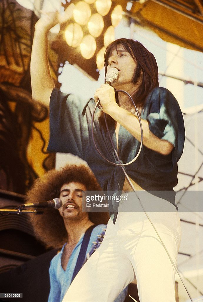 Neal Schon and Steve Perry perform with Jouney at the Oakland Stadium on September 2, 1978 in Oakland, California.