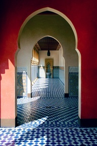 Oh the cascading Moroccan arches! And the gorgeous tile! Moroccan decor.