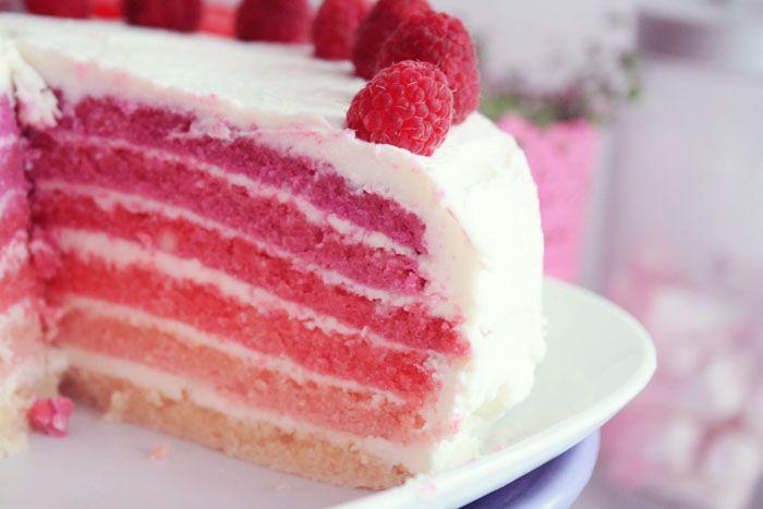 ♥ Pink Rainbow Cake ♥ – Poulette Magiqueje veux essayer cette recette ça à l'air trop bon! ET joli!