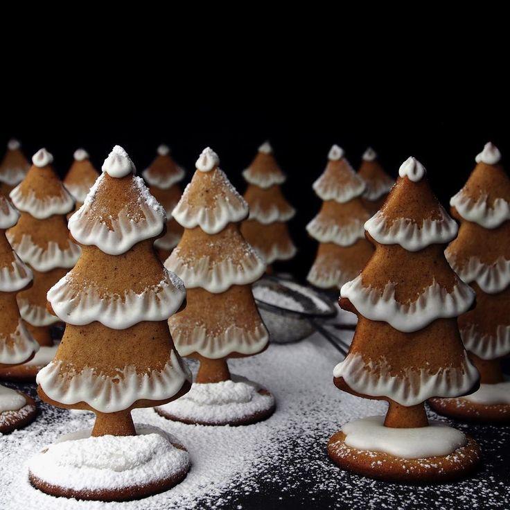 57 sorter til jul!!! Har et stykke igjen... Foreløpig har jeg 1: PEPPERKAKER. Se de 56 andre sortene i @julebakeriet i Stortingsgata 4. Jeg har lært noen nye navn i dag iallfall. Kanskje kakeboksen min får litt annerledes fyll i år! 😊 #sponset #julebakeriet @melange_margarin #melange #jul #julebakst #pepperkaker #pepperkake #gingerbread #bake #utstilling #oslo #jul2016