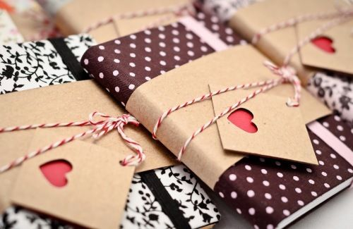 Love the wrapped journal… || #Wrapping #packaging #handmade #DIY (via TumbleOn)