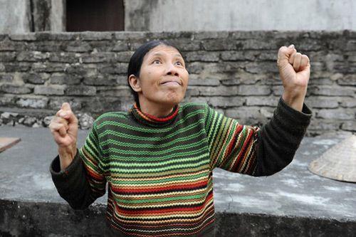 Trong năm 2016, đoàn làm phimKong: Skull Islandtới Việt Nam để thực hiện một vài cảnh quay quan trọng . Đoàn làm phim khiến khán giả tò mò hơn khi quyết định tuyển người dân bản địa làm diễn viên quần chúng. Khi đó, hình ảnh dễ thươngcủa cô Đào khi miêu tả lại cảnh diễn thử trong buổi...  http://cogiao.us/2017/03/02/su-that-co-tho-dan-ninh-binh-trong-bom-tan-kong/