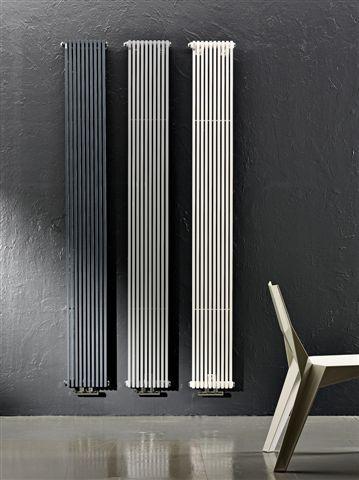 TRIM: radiatore in acciaio al carbonio caratterizzato da elementi tubolari a sezione rettangolare da 15 mm x 20 mm . Disponibile in diverse dimensioni e oltre 200 varianti cromatiche. Può essere installato sia in verticale che in orizzontale.