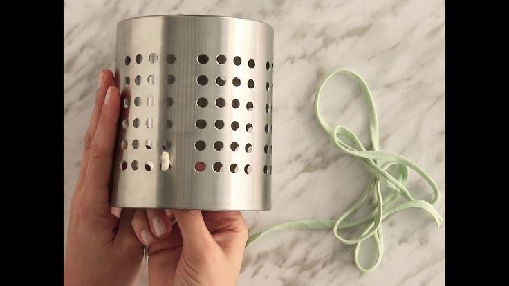 Já pensou fazer um candeeiro com um escorredor de talheres e garfos? Veja como fazer neste vídeo. Mais ideias em https://kasa.continente.pt