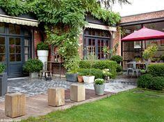 Des boiseries, de beaux volumes, un jardin exposé plein sud… Il n'en fallait pas plus pour que...