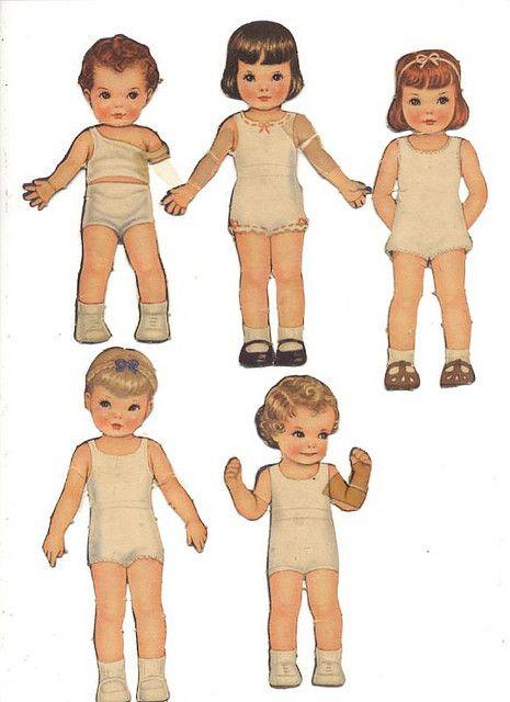 poupées en carton