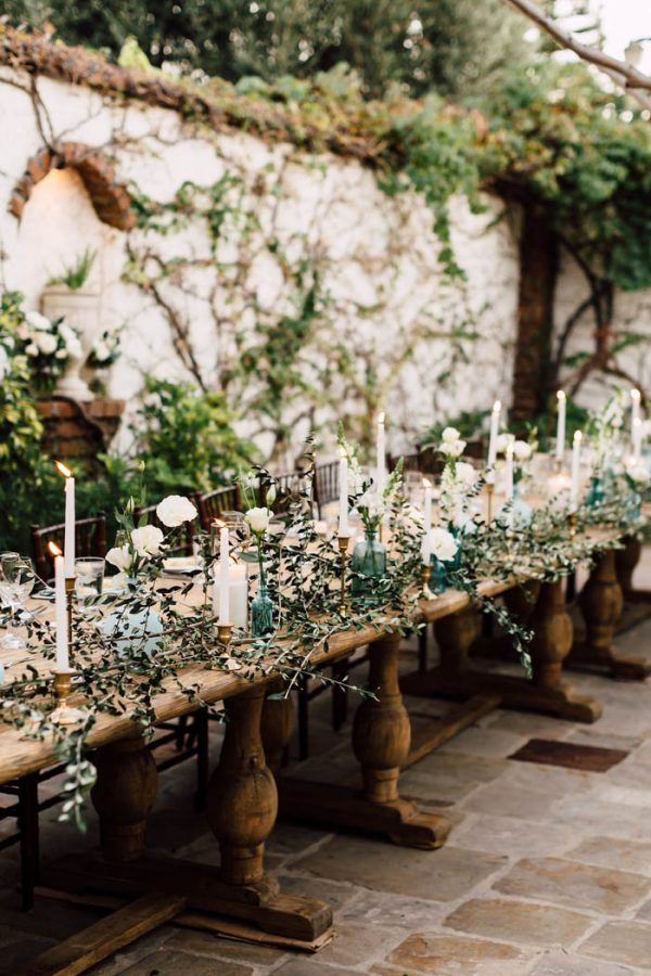 Creating an ethereal, romantic table scape? Don't miss a step on this wedding decor checklist | image byPlum & Oak Photo  #centerpieces #reception #weddingreception #weddingreceptioninspo #receptioninspiration #receptiondecor #receptioninspo #weddingbackdrop #finishingtouches #weddingdecor #receptionchecklist #ceremonyinspo #ceremonyinspiration #ceremony #ceremonydecor