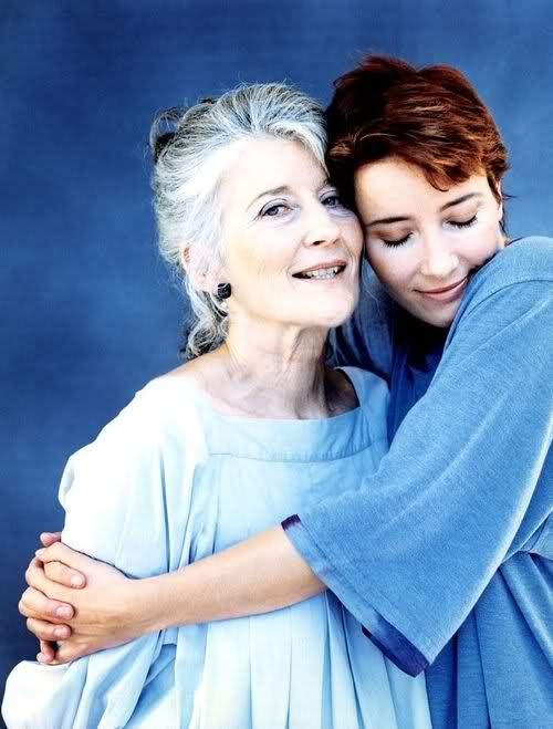Emma Thompson & mom Phyllida Law ( reminds me of how my daughter hugs me :)
