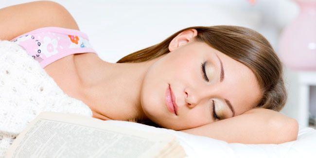 Vemale.com - Jangan terlalu sering membiarkan tubuh begadang atau kurang tidur. Ada bahaya kesehatan yang sangat besar bila Anda sering mengalami kurang tidur.