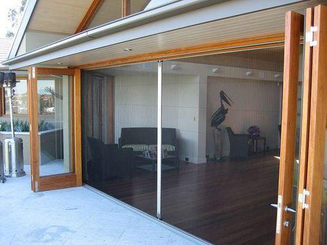 Zanzariere plissettate Squalonet con rete brevettata IdroScreen in poliestere idrorepellente sono le migliori zanzariere per porte e finestre. Scopri di più