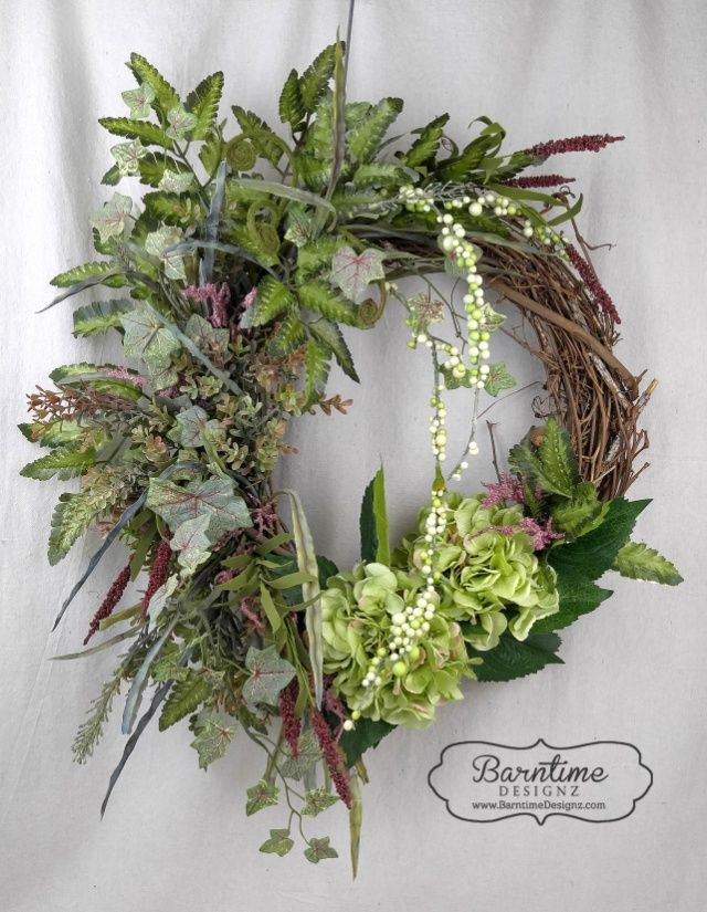 Hydrangea wreath, perfect to add an initial. See it on www.barntimedesignz.com
