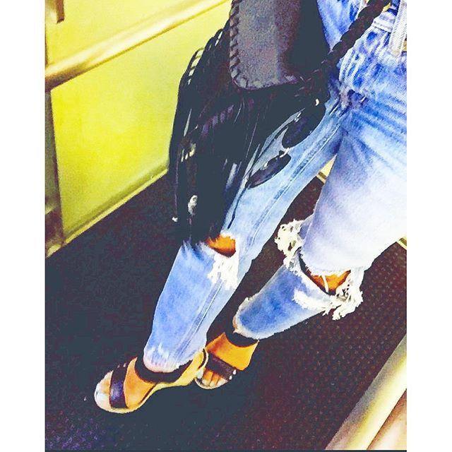 【room803life】さんのInstagramをピンしています。 《💫💫 nite💤 #ootd#fashion#beach#bayflow#wtw#RonHerman#summer#hawaii#outfit#journalstandard#moussy#夏#海#デニム#サーフ#ハンドメイド#クラッシュデニム#コーデ#ファッション#ダメージデニム#カジュアル#バッグ#ロンハーマン#シンプル#RODEOCROWNS#ロデオクラウンズ#デニムコーデ#ビーチ#カリフォルニア#ハワイ》