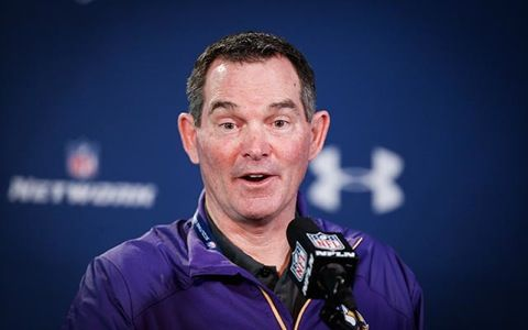 Things Are Becoming Unhinged in Vikingsland -- The resignation of offensive coordinator Norv Turner leaves plenty of questions for the Minnesota Vikings. Are things falling apart in Vikingsland?
