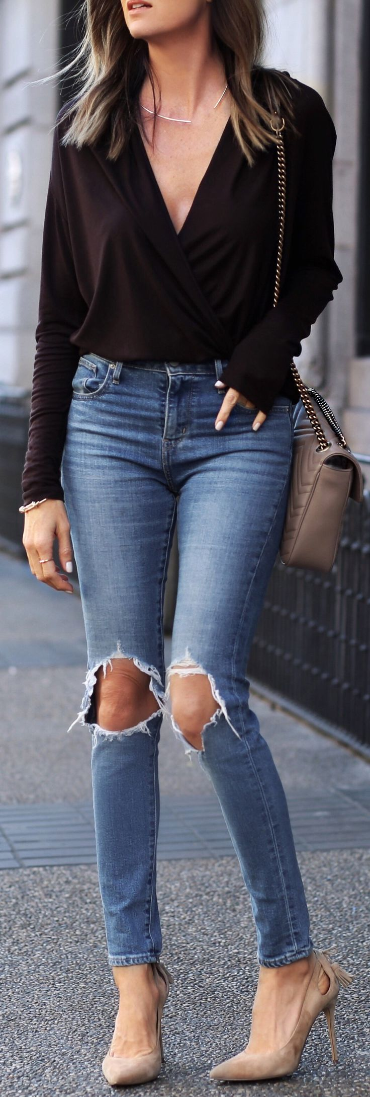 Black Blouse / Destroyed Skinny Jeans / Beige Pumps