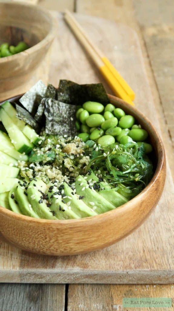 Vegetarische sushi bowl met avocado