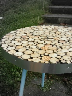 Table made from sticks, how cool is that!