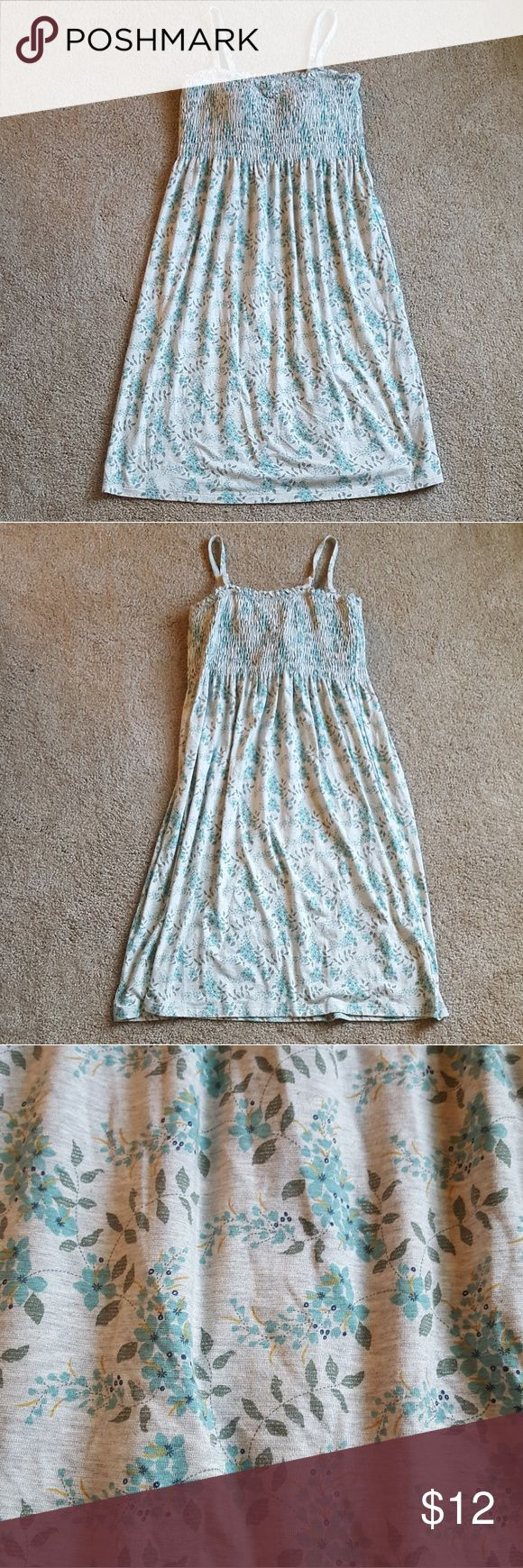Floral Spaghetti Strap Sundress Cute floral dress with adjustable spaghetti straps. Grey with light blue flowers. Scrunched top portion. Built in padded bra. Stretchy fabric. Uniqlo Dresses Midi