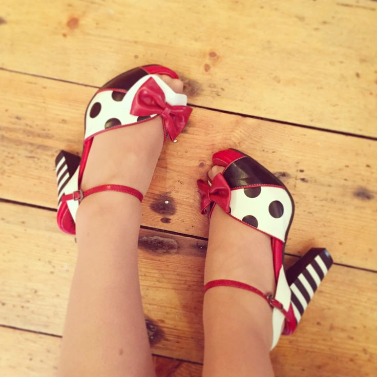 Adorable pin up shoes!