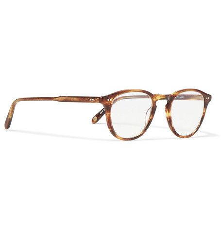 <a href='http://www.mrporter.com/mens/Designers/Garrett_Leight_California_Optical'>Garrett Leight California Optical</a>'s 'Hampton' glasses reinterpret the classic 'P3' style that were standard issue for WWII soldiers. These hand-finished round frames are crafted from two-tone horn-effect acetate and designed with a signature keyhole bridge.