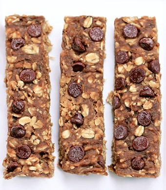 Healthy Chocolate Chip Banana Protein Bars... made with pantry staple ingredients such as bananas and oatmeal, and with NO added sugar: Full recipe here: http://chocolatecoveredkatie.com/