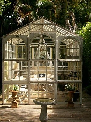 I love this! A glass sitting room right in the middle of a garden... *le sigh*