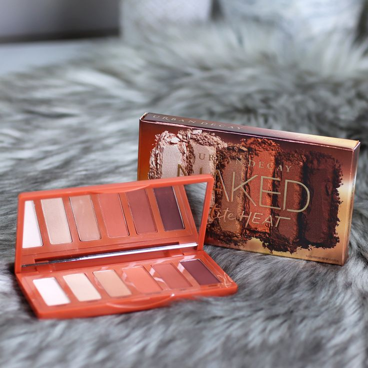 Review and swatches of the new Urban Decay Naked Petite Heat palette by popular Los Angeles beauty blogger, Jen of My Beauty Bunny.