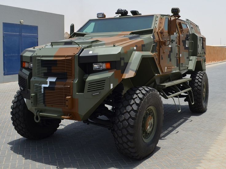 Off-road military armored vehicle
