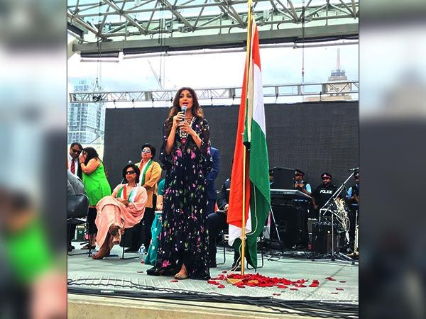 #ShilpaShetty Looked Pretty & Proud While Unfurling The Indian Flag In Toronto, Ontario    #Fashion #bollywood