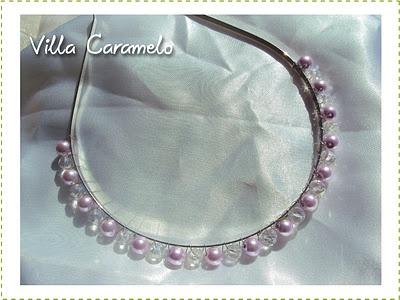 Cintillo de perlas blancas y lilas