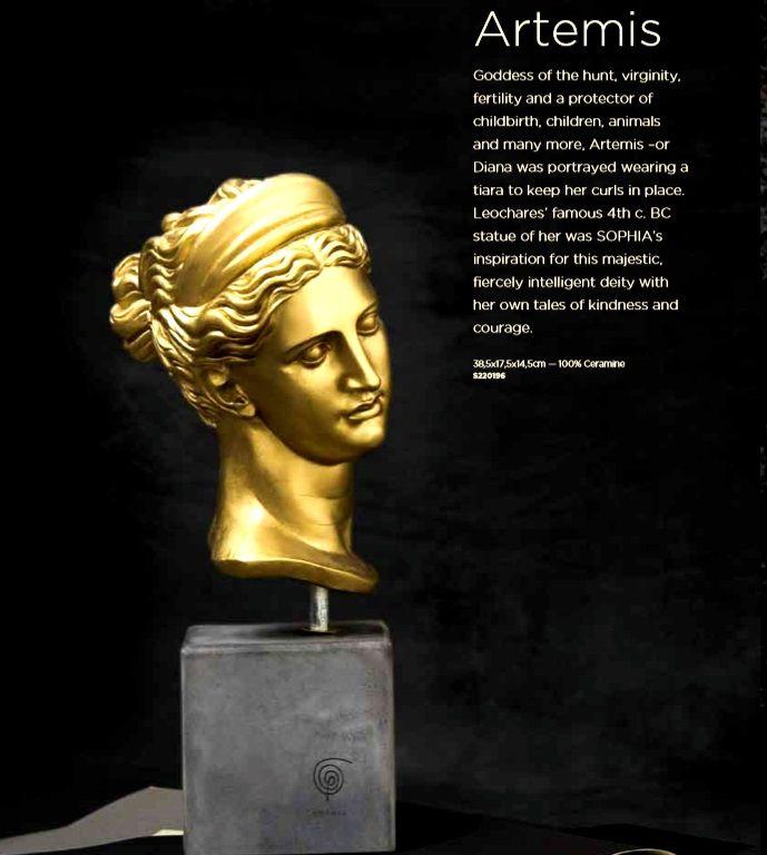 Artemis Weight: 4500 gr Dimension: 38,5x17,5x14,5cm Material: ceramine Color: gold