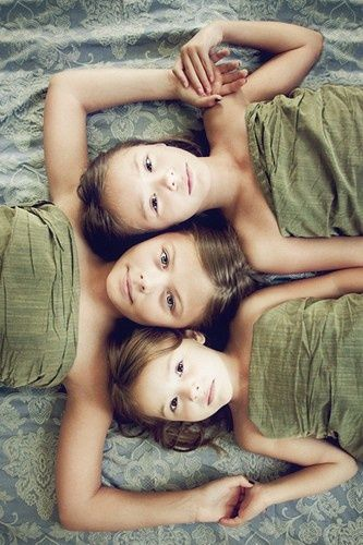 Sibling photography - love this   positioning, not so crazy about the odd matchy-matchy linen   coverings.