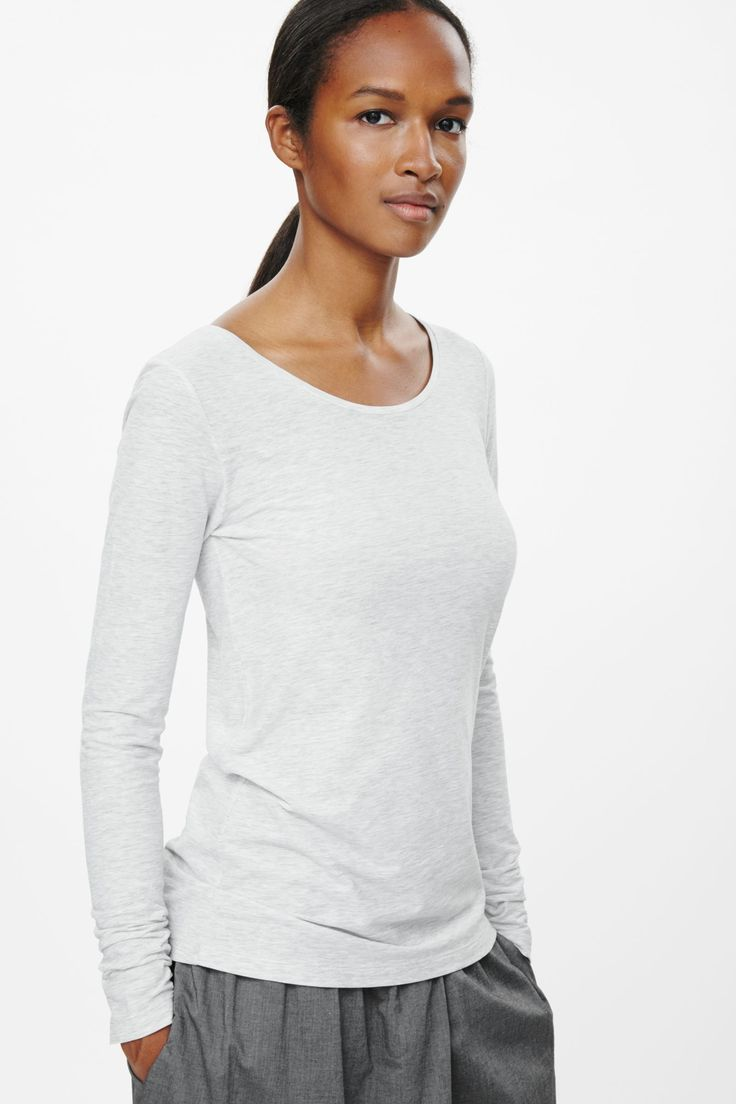 Fitted long-sleeve t-shirt