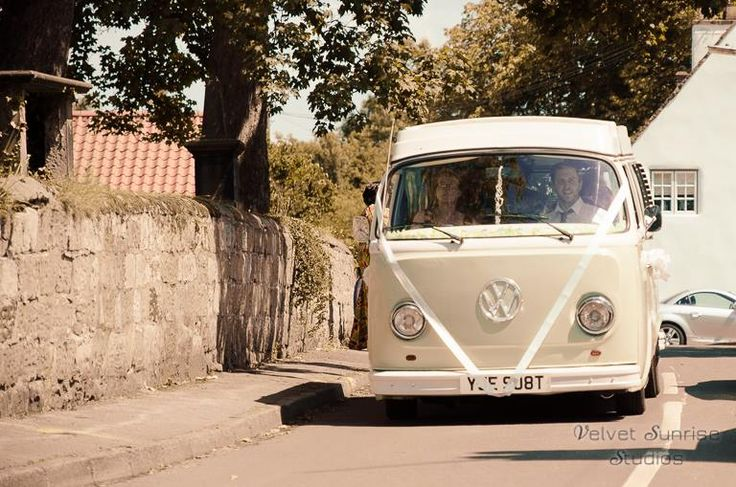 Arriving at the church in vintage style   (Picture by Velvet Sunrise Studios)