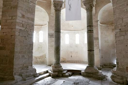 Kerk in Zadar 9e eeuw.  #photography #travelphotography #fotografie #canonnederland #canon_photos #panasonic #travelling  #reizen #reisjournalist #travelwriter #fotoworkshop #willemlaros.nl #reisfotografie #tw #fb #treinreiswinkel #moto73 #suzuki #v-strom #MySuzuki #motorbike #motorfiets #herzegovinalodges #lovecroatia #mijn_slovenie #bosnie #mijnslovenie