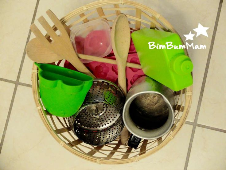 Giochi di bambini piccoli – Cestino dei tesori in Cucina