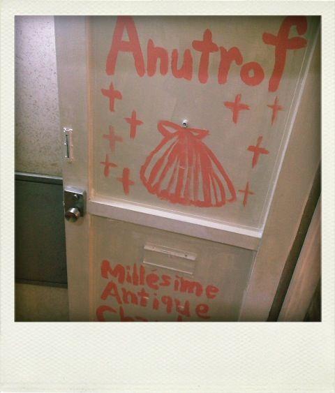 じゃーん!出来ちゃった! 意味は「 ビンテージ、アンティーク、女の子のかわいいお部屋 」です