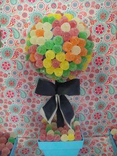 Hoy os queremos enseñar estos árboles de chuches con las gominolas formando flores. Están buenísimos y son muy decorativos. Un éxito a...
