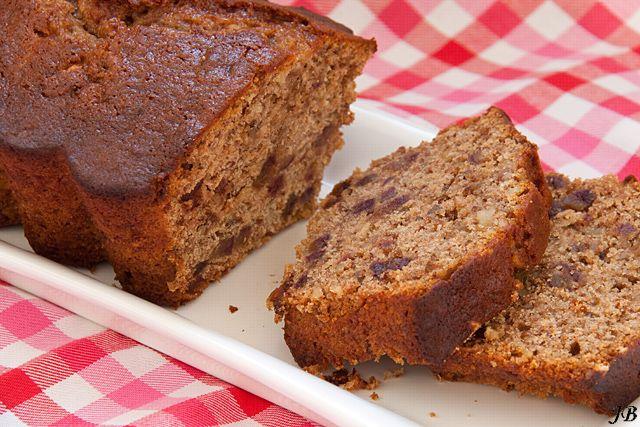 Dadel - walnotencake (ingrediënten: dadels, bakpoeder, extra vergine olijfolie, suiker, ei, kaneel, walnoten en zelfrijzend bakmeel) (@ Carolines Blog)
