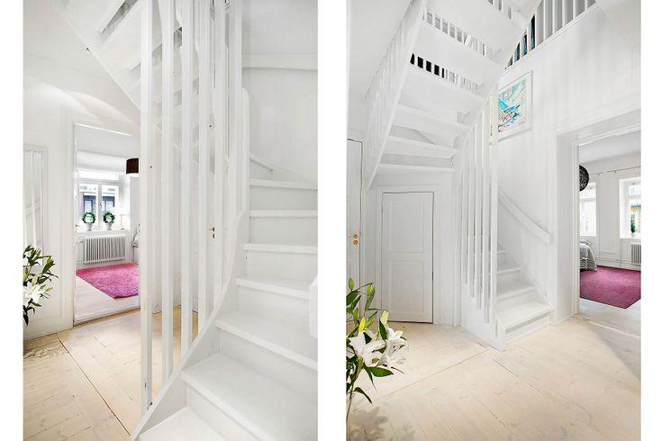 Platsbyggd trappa med infälld förvaring