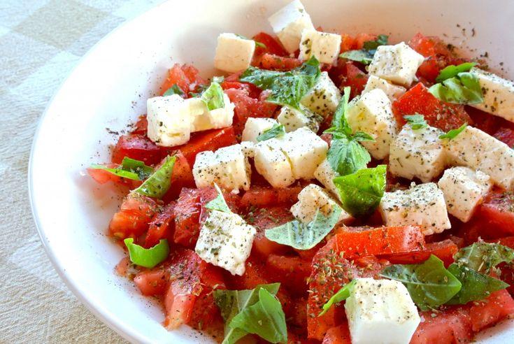 Lekkere tomatensalade met basilicum en feta