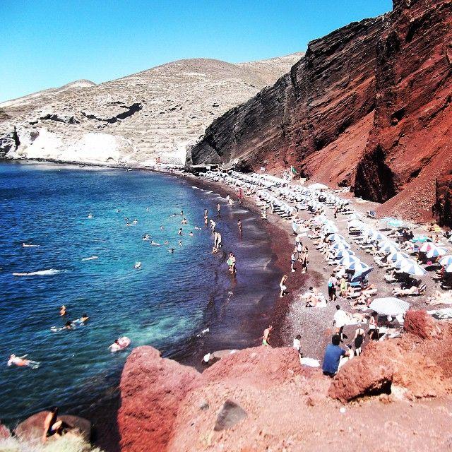 #RedBeach #Santorini #Greece  Photo credits: @damask_suitcase