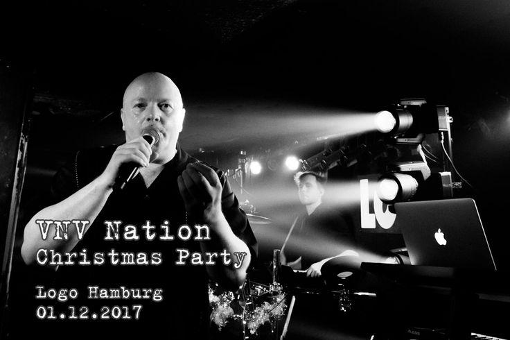 https://polyprisma.de/wp-content/uploads/2017/12/VNV-Nation-Christmas-Party-01.12.2017.jpg VNV Nation Christmas Party 2017 https://polyprisma.de/review/konzert/vnv-nation-christmas-party-2017/ Die Weihnachtszeit beginnt am 01.12.2017 im Logo Hamburg Nach ausgiebigen Touren durch die USA gaben VNV Nation ein Heimspiel. Im Logo in Hamburg wurde dafür ein besonderes Weihnachtskonzert angesetzt: Die VNV Nation Christmas Party. Aber dieses Konzert würde etwas anders sein, als