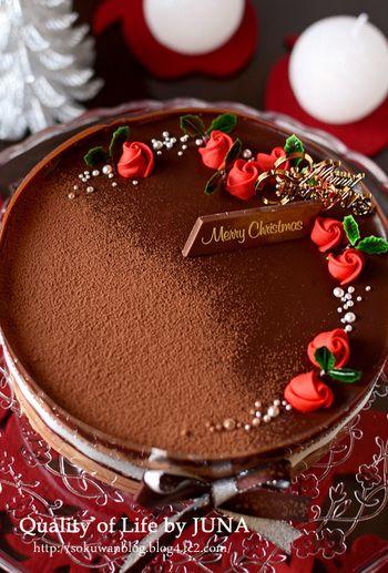 シックなチョコムースケーキ。アイシングされたバラが、大人の女性らしいエレガントさを感じさせてくれますね。素敵なクリスマスナイトになりそう♪