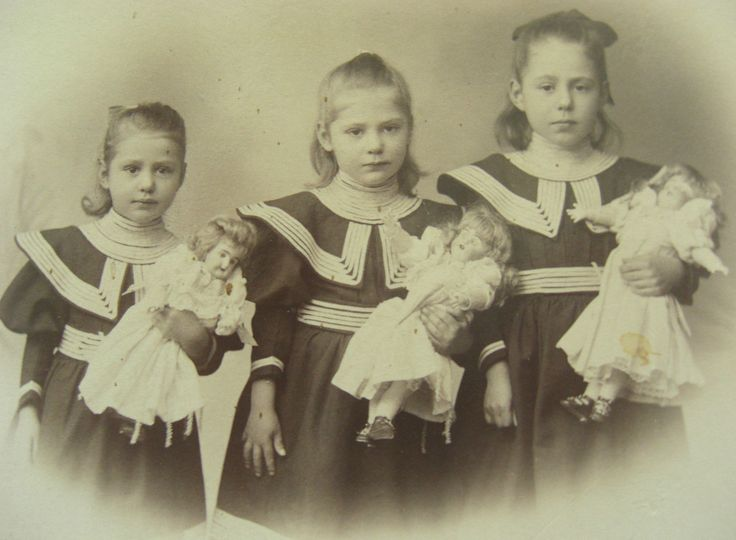 Three sisters with their dolls 1895