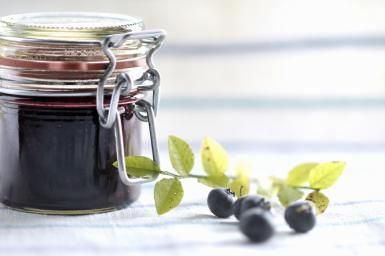 Make Spicy and Thick Blueberry Chutney for Sandwiches and Appetizers