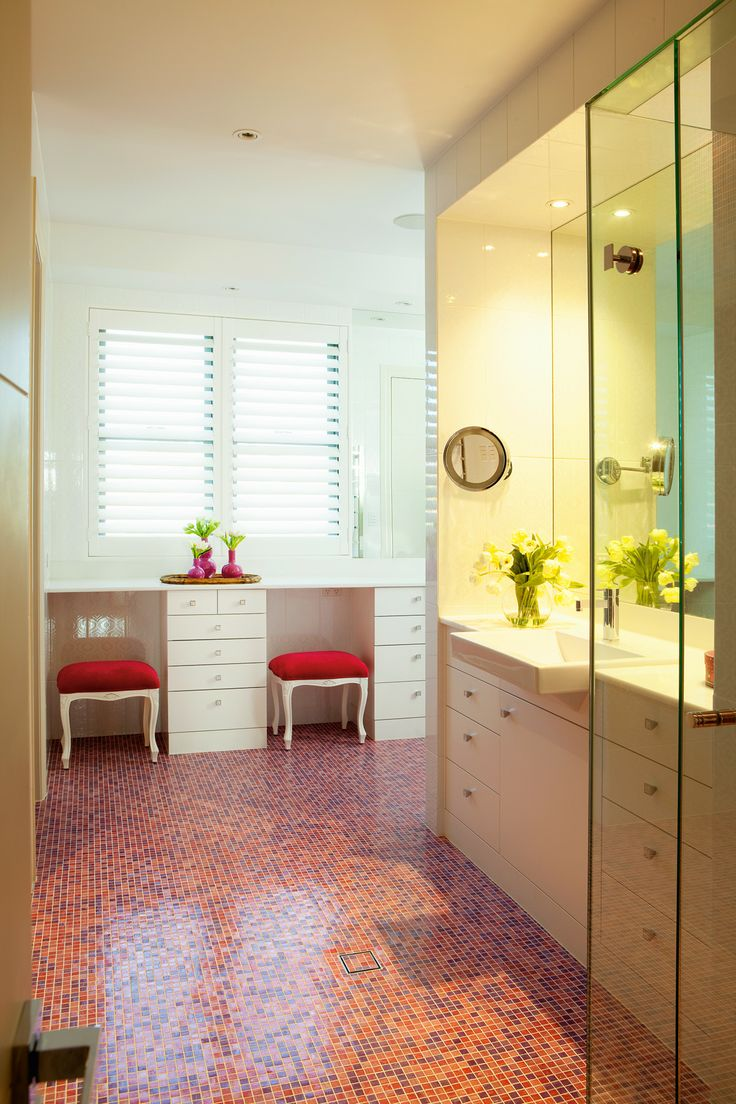 Children's bathroom featuring hot pink mosaics from Bisazza.