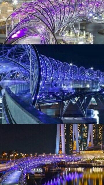 helix bridge adalah sebuah jembatan yang menghubungkan youth olympic park dengan marina bay sands. jembatan yang memungkinkan kita untuk berjalan disekitar marina bay aman dan menikmati pemandangan bangunan bangunan di raffles places #SGTravelBuddy